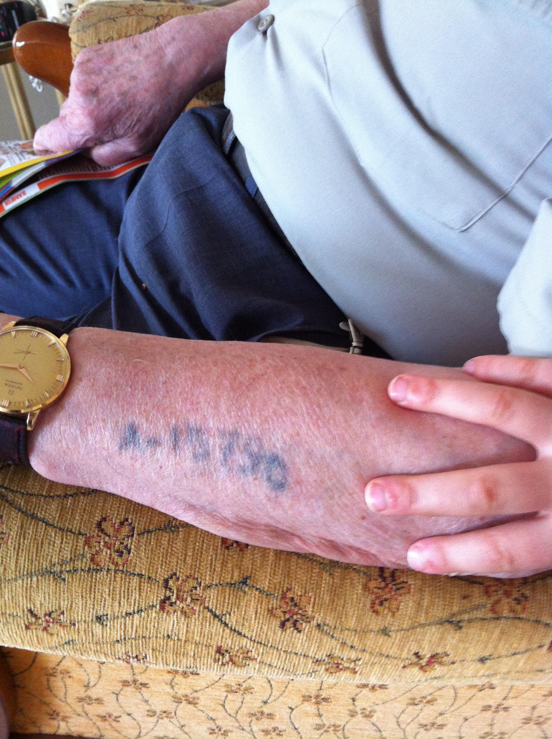 tatouage bras raconter histoire